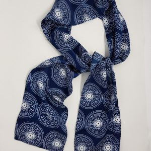 skinny scarf with plug wheel design