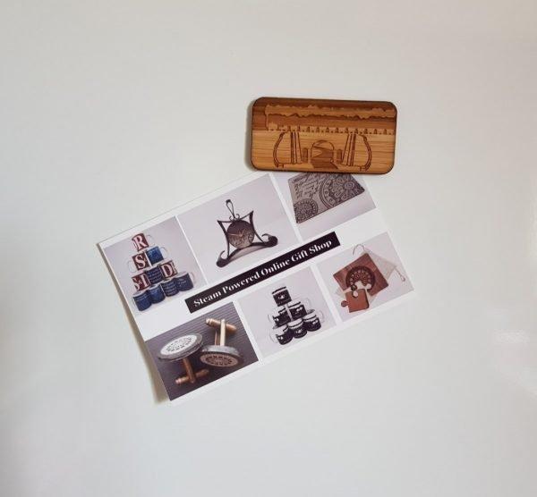 Fridge magnet with postcard